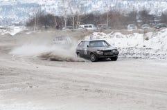 Irkutsk Ryssland - Februari 18, 2017; Spåra `-Bokovo `, den 1st etappen koppen av Ryssland i autocross Royaltyfri Foto