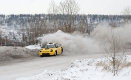 Irkutsk Ryssland - Februari 18, 2017; Spåra `-Bokovo `, den 1st etappen koppen av Ryssland i autocross Arkivfoton