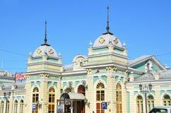 Irkutsk Ryssland, mars, 17, 2017 Byggnaden av järnvägsstationen i Irkutsk Arkivbild