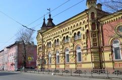 Irkutsk Ryssland, mars, 17, 2017 Slott av barn och ungdomkreativitet För revolutionen herrgården av köpmannen-milli Arkivbild