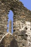 Irländare fördärvar på Glendalough, ståndsmässiga Wicklow med stenväggen, celt fotografering för bildbyråer