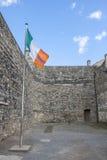 Irländsk flagga i den Kilmainham arresten i Dublin Arkivfoton