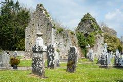 Irländsk keltisk kyrkogård Arkivbild