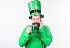 irländsk pub Dag för patricks för helgon för väsentlig del för alkoholförbrukning Upptäck kultur Irländsk tradition Brutalt skägg arkivfoto