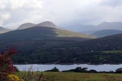irländska berg royaltyfria bilder
