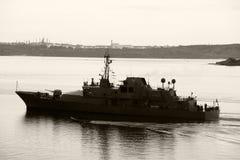 Irländskt marinskepp let E Roisin Arkivfoto