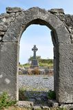 Irland fördärvar och korset arkivbilder
