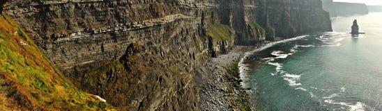 Irland klippor av Moher panorama 1 Arkivfoto
