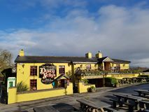 Irland - November 30th 2017: Härlig sikt av mest berömda slotten för Irland ` s den och irländarebaren i ståndsmässiga Clare royaltyfri bild