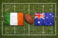 Irland vs ScotlandIreland vs Australien flaggor på rugbyfält Arkivbild