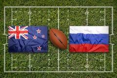 Irland vs ScotlandNew Själland vs Ryssland flaggor på rugbyfält Arkivfoton