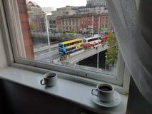 Irlanda de Dublino do café da janela do dublinwindow do coffeeonthewindow do coffeeonthebridge do bridgephoto da foto Imagens de Stock Royalty Free