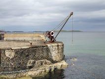 A Irlanda velha de Portrush do porto e do guincho Imagem de Stock