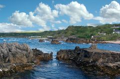 Irlandczyka sceniczny skalisty wybrzeże zdjęcia stock