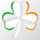 Irlandczyka symbolu i flaga kombinacja na bielu Zdjęcia Stock