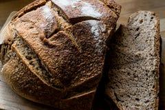 Irlandzcy sodowani chlebów plasterki na drewnianej powierzchni Obraz Royalty Free