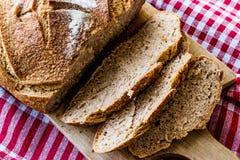 Irlandzcy sodowani chlebów plasterki na tablecloth Zdjęcie Stock