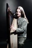 Irländsk harpaspelare Musikerharpist Arkivfoto