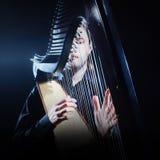Irländsk harpaspelare Musikerharpist Fotografering för Bildbyråer