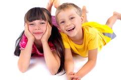 Irmã e irmão felizes Fotos de Stock