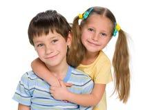 irmã e irmão felizes Imagens de Stock