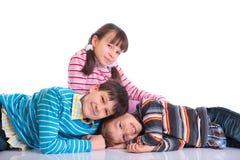 Irmã feliz com irmãos foto de stock royalty free