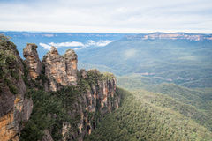 A irmã três uma formação de rocha icónica de montanhas azuis parque nacional, Novo Gales do Sul, Austrália Foto de Stock