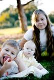 Irmão com duas irmãs Fotografia de Stock
