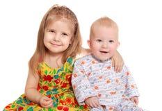 Irmão e irmã alegres Fotografia de Stock Royalty Free