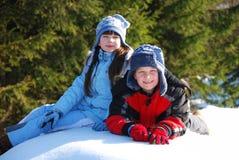 Irmão e irmã na neve Fotografia de Stock