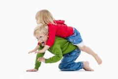 Irmão e irmã que têm o divertimento Imagem de Stock Royalty Free