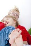 Irmão e irmã que têm o divertimento Imagem de Stock