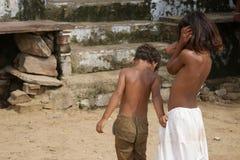 Irmão e irmã sós, Índia Foto de Stock