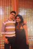 Irmão indiano e irmã que abraçam feliz Fotografia de Stock Royalty Free