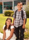 Irmão latino-americano bonito e irmã prontos para a escola Fotos de Stock Royalty Free