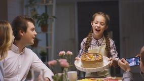 Irmão Takes Photo Sister que põe a torta apetitosa filme