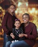 Irmãos com irmã Outside do bebê na noite Imagens de Stock