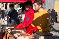 Irmãos do vendedor dos peixes em Iraque Fotografia de Stock Royalty Free