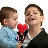 Irmãos que comemoram o dia de St.Valentine Fotos de Stock Royalty Free