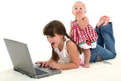 Irmãs adoràvel choc Foto de Stock