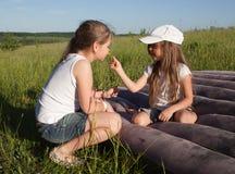 Irmãs de acampamento Imagens de Stock Royalty Free