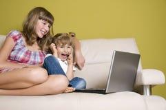 Irmãs felizes Fotos de Stock
