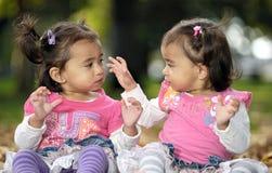 Irmãs gêmeas Foto de Stock Royalty Free