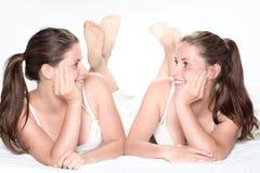 Irmãs gêmeas Imagens de Stock