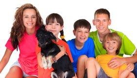 Irmãs, irmãos e o cão Imagem de Stock