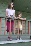 Irmãs na varanda Foto de Stock Royalty Free