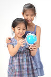 2 irmãs no fundo branco Fotografia de Stock