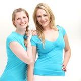 Irmãs ou colegas de trabalho felizes Fotos de Stock