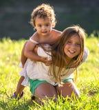 Irmãs pequenas Fotos de Stock