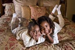 Irmãs próximas imagens de stock royalty free
